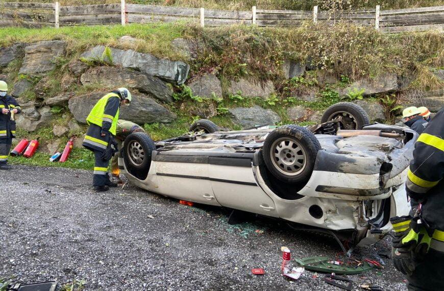 Verkehrsunfall/Auto Absturz Gerlitzenstraße Gemeinde Steindorf